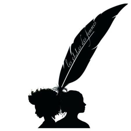 PRÉSENTATION Cette plateforme a pour objet de relayer des histoires de femmes. C'est lors d'une conversation entre deux femmes, Emma, résidant à Abidjan en Côte d'Ivoire, et Céline de Bretagne en France, que ce projet a vu le jour. Après quelques verres de Bissap (infusion africaine à base de fleurs d'hibiscus) dans un quartier bruyant de Ouagadougou, notre constat fut sans appel : bien qu'avec des versions différentes, nos histoires sont trop similaires pour être le fruit d'une simple coïncidence. Nous nous sommes donc demandé si nos sociétés nous oppressaient toutes ? (A des degrés plus ou moins importants, nous sommes bien d'accord). L'idée est donc de faire un état des lieux au-delà des frontières, des religions, des nationalités, des ethnies, des sexualités… où chacune peut témoigner de son vécu sur les thèmes qui l'intéressent et qui, malheureusement, nous concernent toutes et tous. Ces « eLLes » des femmes sont ces sujets qui nous réunissent toutes : notre place dans le domaine public, au travail, au sein de nos relations et notre famille, le harcèlement, le viol, l'avortement, l'accès à l'éducation, aux postes de pouvoir, à la santé … Ceci afin de pouvoir se donner des ailes à toutes et ensemble, car la lutte pour le respect de la femme, de ses droits et de sa dignité, dépasse les frontières et toutes les considérations identitaires. Comme le disent si bien les Burkinabés : « nous sommes ensemble », et nous souhaitons nous soulever ensemble, contre toutes ces formes d'oppression qui empêchent le féminin de vivre libre. Alors donnons-nous nos ailes ! Thèmes : – Avortement – Culture du viol – Harcèlement de rue – Etre féministe – Le sexe et la femme – Le plaisir sexuel chez la femme – Etre lesbienne à … (Paris, au Cap Vert …) – Allez chez le gynéco – Les règles – Les poils – Le corps parfait, tout le temps, partout – La charge mentale – les violences conjugales – L'Homme et le féministe – Etre Asexué – Transgenre – BDSM – L'excision Féministement vôtre, Emma e